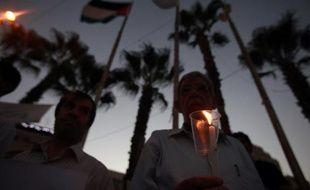 Au lendemain de l'attaque chimique supposée près de Damas mercredi, des militants ont raconté à l'AFP une journée d'horreur suivie de l'enterrement des victimes dans le silence de la nuit, la fosse commune se trouvant près d'une position de l'armée syrienne.