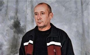 En 2000, Loïc Sécher est condamné à seize ans de prison pour le viol d'une adolescente.