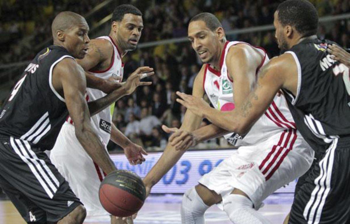 Le joueur de basket de la SIG, Alexis Ajinca lors de la rencontre contre Dijon au Rhenus Hall à Strasbourg – G. Varela / 20 Minutes