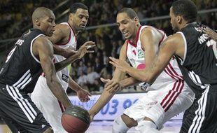 Le joueur de basket de la SIG, Alexis Ajinca lors de la rencontre contre Dijon au Rhenus Hall à Strasbourg