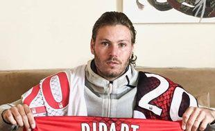 Renaud Ripart a offert trois maillots au CHU qui les a mis en jeu via une plateforme de financement participatif.