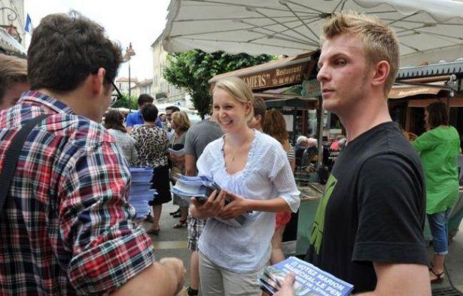 """La candidate socialiste Catherine Arkilovitch a annoncé lundi soir à l'AFP son maintien au second tour dans la 3e circonscription du Vaucluse, malgré la consigne de retrait donnée par la première secrétaire du PS, pour """"faire barrage au Front national""""."""