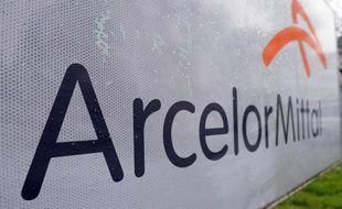 Le géant de l'acier ArcelorMittal fait preuve de prudence en se fixant un objectif opérationnel en baisse pour 2015