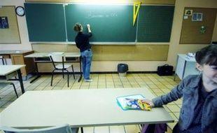 """En France, l'Ecole peine à concevoir et à enseigner l'histoire de l'immigration en tant qu'""""histoire commune concernant l'ensemble de la nation"""", selon un rapport du professeur d'histoire et chercheur à l'INRP Benoît Falaize."""