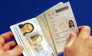 """""""Quelques milliers"""" de passeports biométriques, obtenus frauduleusement par usurpation d'identité ou par vol, sont des faux, a-t-on appris lundi auprès du ministère de l'Intérieur."""