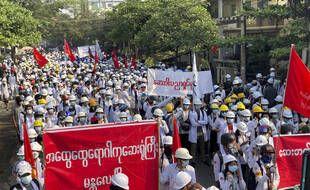 Lors des manifestations en Birmanie, ce dimanche.