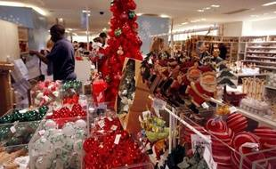 Si les consommateurs européens revoient dans l'ensemble à la baisse leurs budgets pour Noël, les Français continueront à se faire plaisir avec des dépenses en légère hausse même si le prix déterminera leurs achats en ces temps de crise.