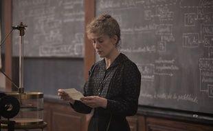 Rosamund Pike dans «Radioactive» de Marjane Satrapi