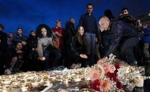 Les habitants de Nice rendent hommage à Camille Muffat décédée dans un crash d'hélicoptères en Argentine le 10 mars 2015