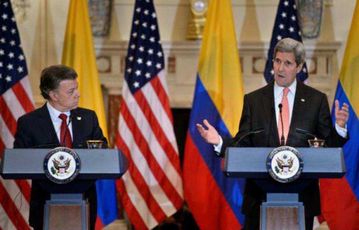 Le secrétaire d'Etat américain John Kerry et le président colombien Juan Manuel Santos le 5 février 2016 à Washington – Brendan Smialowski AFP
