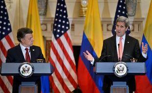 Le secrétaire d'Etat américain John Kerry et le président colombien Juan Manuel Santos le 5 février 2016 à Washington