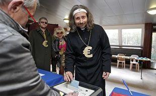 Vote de Alessandro Di Giuseppe, candidat de l'ESTC pour les municipales à Lille.