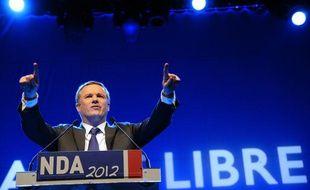 Nicolas Dupont-Aignan lors de son meeting au Bataclan, à Paris, le 17 avril 2012.
