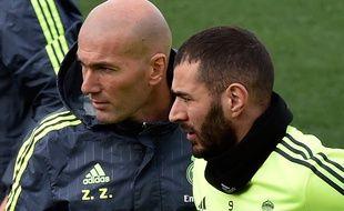 Zinédine Zidane et Karim Benzema lors d'un entraînement du Real Madrid, le 8 janvier 2016.
