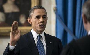Le président Barack Obama a prêté serment dimanche pour un second mandat de quatre ans à la tête des Etats-Unis, lors d'une très courte cérémonie en comité restreint à la Maison Blanche.