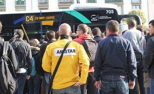 Illustration d'un bus bondé à Rennes.
