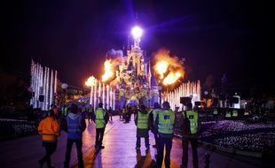 Des employés de Disneyland Paris en pleines répétitions pour les célébrations du 25ème anniversaire du parc d'attraction en mars 2017.