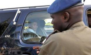 Le fils et ancien ministre de l'ex-président sénégalais Abdoulaye Wade, Karim Wade, a quitté dans la nuit de jeudi à vendredi la gendarmerie de Dakar où il était interrogé sur un possible enrichissement illicite, a-t-on appris auprès de son entourage.