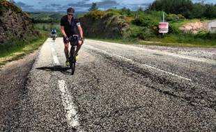 Jean-Acier, un étudiant lyonnais de 19 ans, multiplie les courses à vélo longue distance sur les traces des grands noms de la littérature.