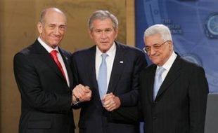 Le président George W. Bush a de nouveau réuni mercredi les dirigeants israélien et palestinien à la Maison Blanche pour concrétiser les promesses d'Annapolis et signifier aux sceptiques que ce nouvel effort de paix n'est pas une fois de plus voué à l'échec. ontre le gouvernement de gauche du président Evo Morales.