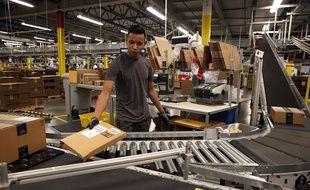 Un employé d'Amazon, dans un entrepôt en Californie, le 19 janvier 2015.