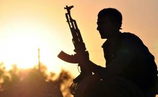 Un combattant kurde près de Raqqa dans le nord de la Syrie, le 10 juillet 2015