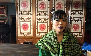 La chanteuse Thérèse sur le clip de « Chinoise »