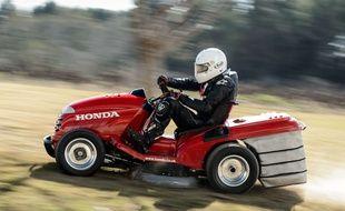 Illustration d'un modèle de course de tracteur-tondeuse.