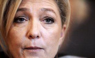 """Marine Le Pen a expliqué dimanche dans le Tarn avoir délibérément choisi de ne pas participer à la manifestation parisienne des opposants au mariage homosexuel pour dénoncer une """"tentative de diversion"""" de la classe politique au détriment des vrais problèmes que rencontrent les Français."""