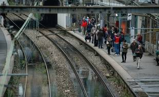 Les voies de la ligne C du RER à Paris. (Illustrations)