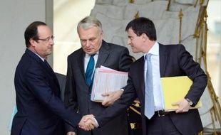 Francois Hollande, Jean-Marc Ayrault et Manuel Valls le 12 juin 2013 sur le perron de l'Elysée à Paris