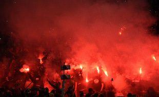 Les ultras stéphanois ont mis le feu au Chaudron face au PSG.