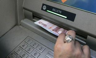 Des retraits frauduleux ont été effectués avec sa carte bancaire (illustration).