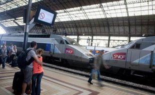 Des voyageurs sur le quai de la gare de Bordeaux, le 9 juillet 2012