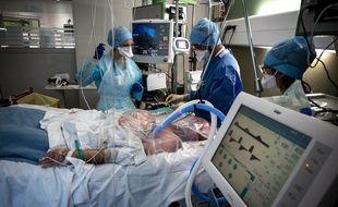 Illustration d'un service de réanimation. Ici à l'hôpital Lyon Sud.
