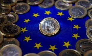 L'euro est tombé à son plus bas niveau depuis deux ans face à un dollar revigoré