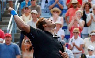 Jo-Wilfried Tsonga lors de sa victoire face à Roger Federer en quart de finale à Montréal le 14 août 2009.