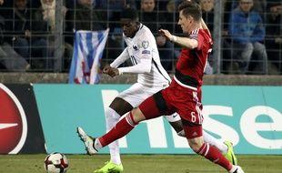 L'ancien Rennais Ousmane Dembélé à la lutte avec Chris Philipps, lors du match Luxembourg-France du 25 mars 2017.