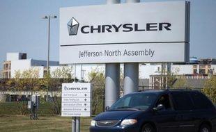 Le constructeur automobile américain Chrysler, contrôlé par l'Italien Fiat, a annoncé mercredi une série de rappels pour un total d'un peu plus de 842.000 véhicules, la plus grande partie concernant des problèmes d'appui-tête ou d'airbag.