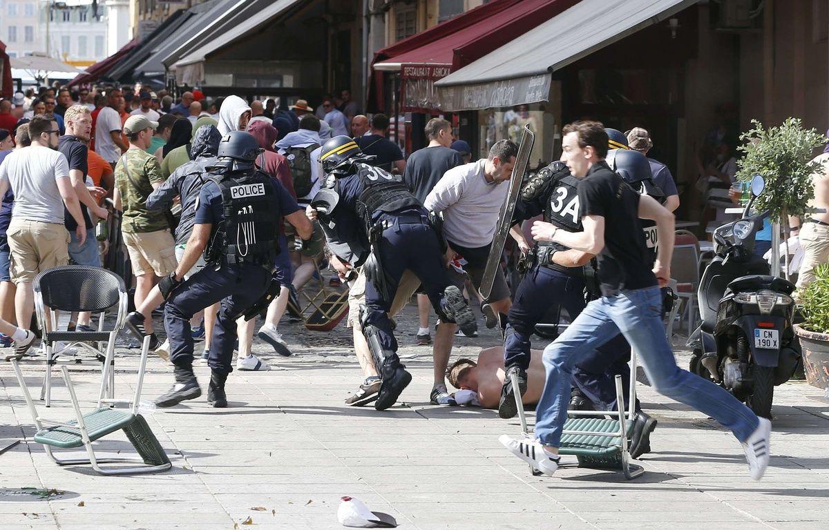 Affrontements entre supporters et policiers, à Marseille. – Darko Bandic/AP/SIPA