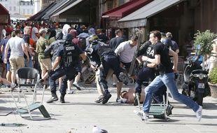 Affrontements entre supporters et policiers, à Marseille.