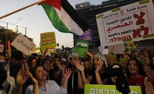Des Arabes israéliens et leurs partisans défilent lors d'un rassemblement pour protester contre la «loi sur l'Etat-nation juif» à Tel-Aviv, le 11 août 2018