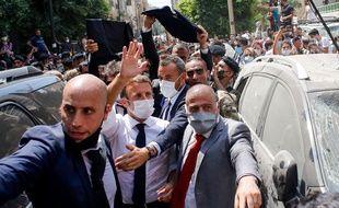 Emmanuel Macron, le 6 août 2020 dans Beyrouth dévastée.
