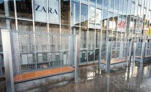 Des bancs publics grillagés à Angoulême le 25 décembre 2014