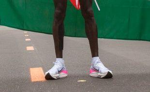 Le nouveau prototype de «Vaporfly» que le Kenyan Eliud Kipchoge arborait lorsqu'il a battu le record du monde de marathon.