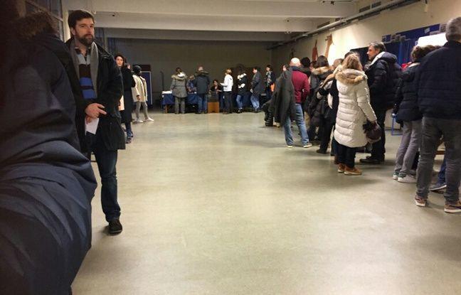 Un bureau de vote à Versailles le 22 janvier 2017.