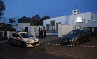 Un périmètre de sécurité a été établi autour de la mosquée