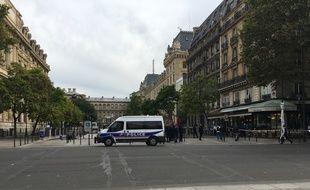 L'esplanade devant la préfecture de police de Paris a été entièrement vidée