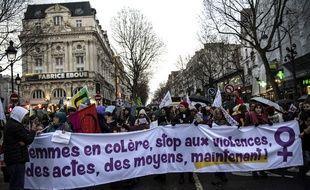Des manifestants battent le pavé le 8 mars, date de la journée internationale des droits des femmes