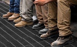 Des ouvriers déjeunent dehors (illustration)